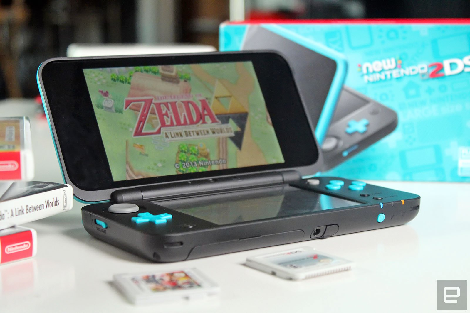 does the new nintendo 2ds xl come with a manual